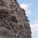 tausende Löcher in den Kalksandfelsen