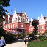 Der nächste Tag ist für Schloss- und Parkbesichtigung vorgesehen.