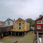 und wieder die typischen Häuser auf Stelzen