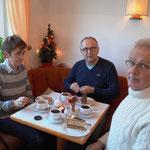 Die zweite Einkehr im Kaffee mit lecker Torte - die erste Sünde im neuen Jahr!