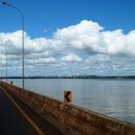 wir fahren über den Rio Paraná