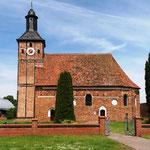 In Appendorf kommen wir an dieser hübschen Kirche vorbei