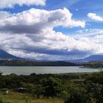 Blick auf die Laguna Yahuarcocha ...