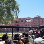 im Hintergrund Casa Rosada - der Präsidentenpalast