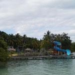Das Schwimmbad ist sehr sauber und hübsch angelegt.