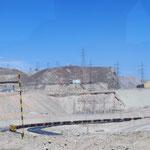 endlose Zúge bringen das Kupfer nach Antofogasta aufs Schiff nach China