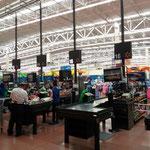 das ist ein gut sortierter Walmart in La Paz