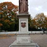 ... und als Statue