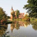 Und Fürst Pückler hat hier einen wundervollen Park gestaltet. Im Schloss ist eine tolle Ausstellung, die uns sehr gut gefallen hat.