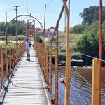 ein Fluss verbindet wieder zwei Stadtteile