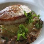 Grenadin de veau, sauce aux girolles, purée de celeri