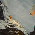 Beim Tandemfliegen mit dem Gleitschirm (Foto: Austriafly)