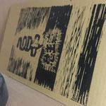 小倉利丸先生はダンボールに印刷する離れ業 かすれ具合が最高です