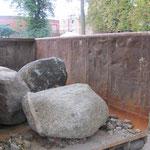 05.10.2011 Ankunft der Steine, die Feldsteine sind da