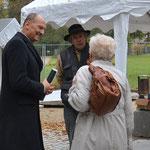Bürgermeister Handke bei den Bildhauerplätzen