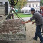 05.10.2011 der ausgesuchte Stein ist in Bernau angekommen