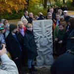 ein  neues Teilstück der Skulpturenlinie wird eingeweiht, die Jugendskulptur ist thematisch gut umgesetzt KUNST - HERZ