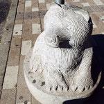 クマの石像