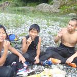 08/05_多摩川でラフティング_写真_8