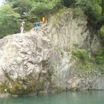 0811_奥多摩でラフティングジャンプ_写真_1