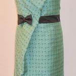 Kleid mit Falte und Gürtel