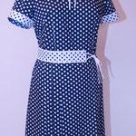 Kleid mit abgesetzten Gürtel