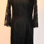 Kleid aus Spitze mit Trompetenärmel