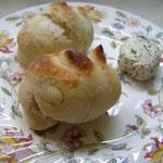 ハーブ酵母水で作る。天然酵母パンとホームメイドブルサン