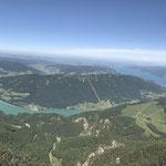 Panorama vom Gipfel auf Mondsee und Attersee