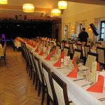 Musical & Dinner, ca. 20 Personen, lange Reihen