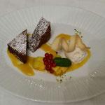 Brownie mit Saurrahmeis und Mango