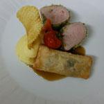 Schweinefilet im Kräutermantel an Wirsingstrudel und Kartoffel-Selleriepüree