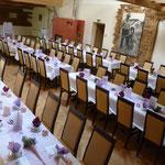 Tischform: lange Reihen, ca. 100 Personen
