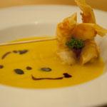 Kürbissuppe mit knusprigen Scampi