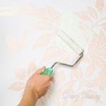 4) после высыхания шёлка(около суток) клеим трафарет и валиком или губкой наносим матовой краской цвет рисунка