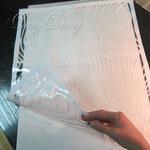 1) на заранее подготовленную и окрашенную поверхность клеим трафарет