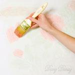 5) разнообразим цвет рисунка.     сперва кистью наносим матовую краску других оттенков