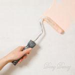 1)  наносим грунт в цвет шёлка, валиком ровно.      после высыхания грунт шкурим мелкой шкуркой чтобы избежать шагрени.