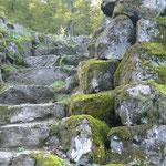Natourzeiten - vermosste Natursteintreppe