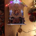 Das ist eine aufgepimpte Bradford Wanduhr. Anne ihr Wolfgang ist echt ein Meister in Sachen: Dinge toll zu beleuchten !!!