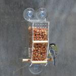 Кормушка с арахисом и птицы