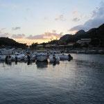 Abends Päckchen im Hafen Palaiokastrita