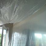 Spanndecke weiß glänzend mit Einbau Abzugshaube Küche