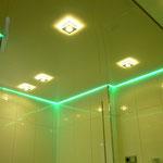 Spanndecke weiß glänzend mit Einbaustrahlern & indirekter LED Beleuchtung