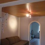 Verkleidung alte Holzdecke Spanndecke glänzend weiß