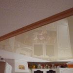 Spanndecke Champagner Küche mit Einbaustrahlern & Deckenlampe