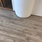 Afwerking met platte plint PVC vloer met ronde hoek