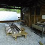 バーベキュー施設と炊事場(アメ二ティ1)