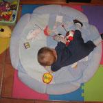 Alexis fait de grands efforts .. sur le ventre et hop sur le dos