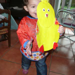 Linoa a peint en jaune, en rouge, puis colorié les ailes et le tout lmis en forme par mes soins !
